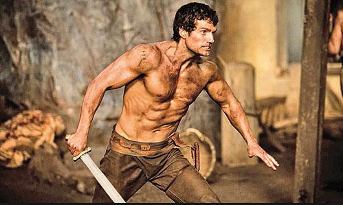 Henry Cavill sin camisa en Inmortals