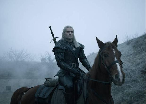 Geralt de Ribia Henry Cavill junto a Roach Sardinilla